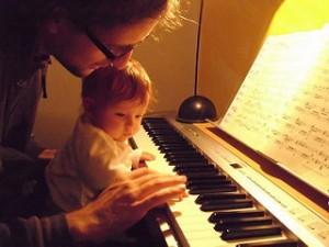 Du musst dein Leben ändern, du musst Klavierspielen. Warum Persönlichkeitsentwicklung durch Musizieren am effizientesten ist.